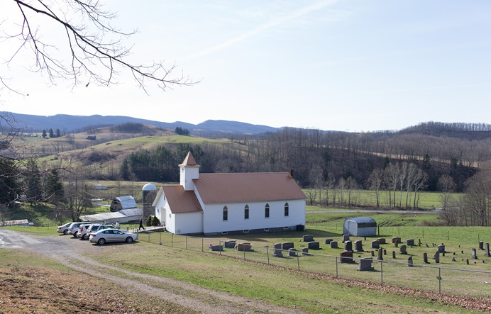 Families arrive for the Easter Sunday service at New Hope Valley United Methodist Church in Valley Furnace, W.Va. Photo by Mike DuBose, UMNS