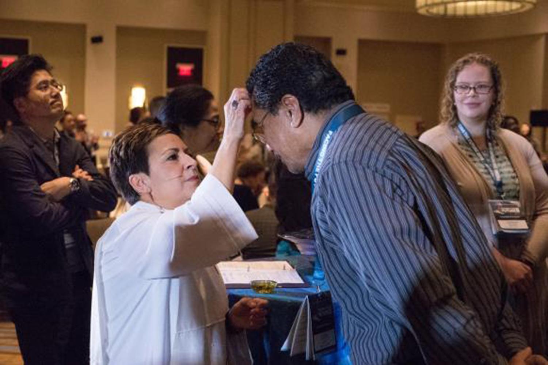 Mientras que el número de personas de color que ingresan al ministerio crece, el principal grupo demográfico de La Iglesia Metodista Unida en los Estados Unidos sigue siendo el blanco/caucásico en un 94%.