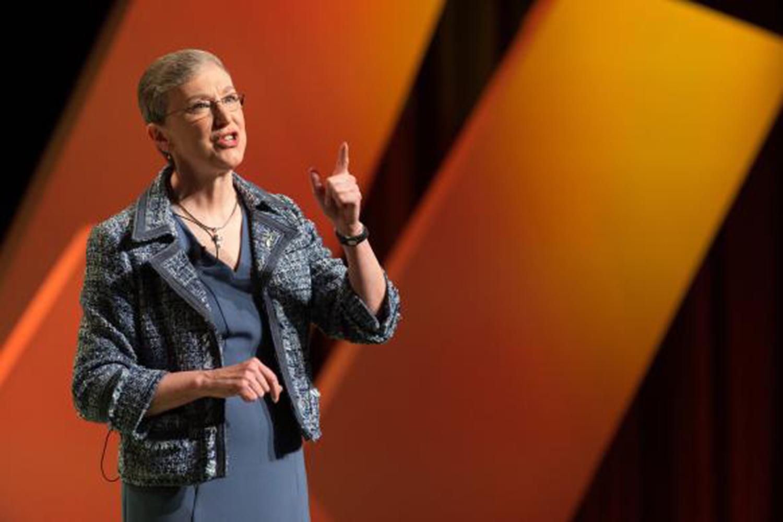Harriett Jane Olson, Directora Ejecutiva del movimiento Mujeres Metodistas Unidas, pronuncia un discurso en el culto de clausura de la Asamblea de Mujeres Metodistas Unidas 2018 en Columbus, estado de Ohio.