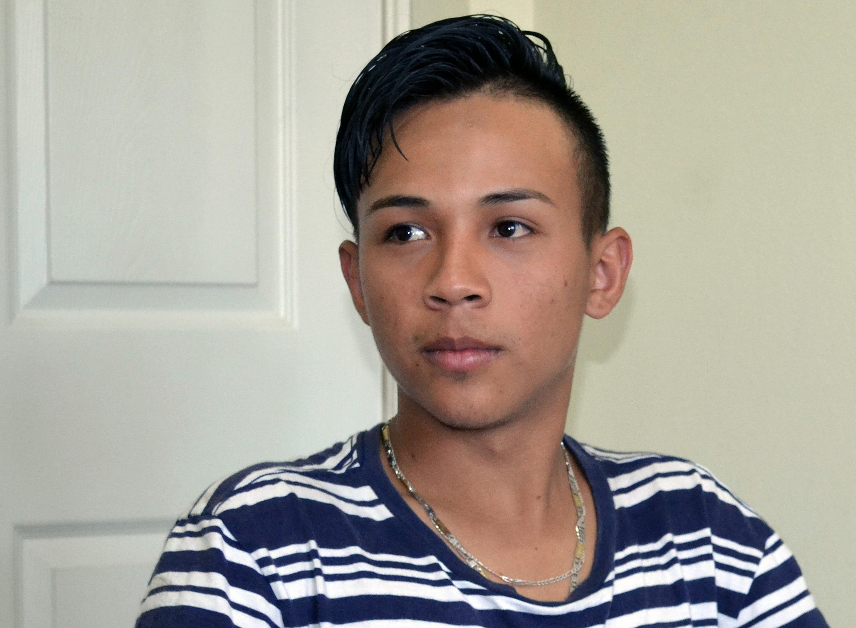 Fernando, de 19 años, relata su experiencia huyendo de la violencia de pandillas en Tegucigalpa, Honduras, y tratando de llegar a los Estados Unidos. Foto: Carlos Reyes, SMUN-NPHLM.