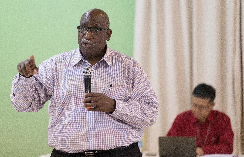 O Bispo Gregory Palmer faz uma apresentação durante a reunião do Comitê Permanente Metodista Unido sobre Assuntos da Conferência Central em Abidjan, Costa do Marfim, em fevereiro de 2018. - Foto de arquivo por Mike DuBose, SMUN.