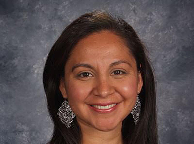 """Sarahi Monterrey, maestra de inglés como segunda lengua en la Escuela Secundaria Waukesha North, ha sido nombrada 'Maestra del Año"""" del estado de Wisconsin. Sarahi es la hija del Rev. Jorge Luis Mayorga, el Director de Desarrollo Congregacional de la Conferencia Anual de Wisconsin y de la Pastora Rosita Mayorga de la IMU El Buen Samaritano, Waukesha, Wisconsin."""