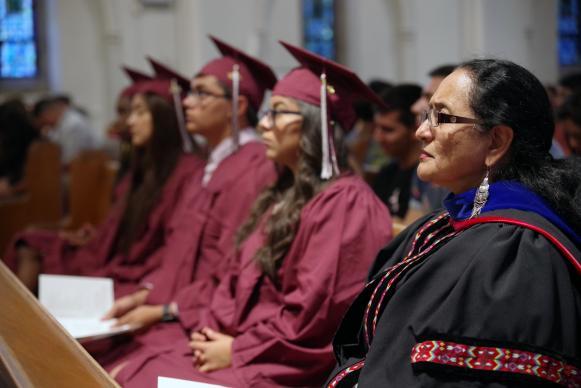 Foto: Rev. Gustavo Vasquez, Servicio Metodista Unido de Noticias SMUN.  La Revda. Dra. Cristian De La Rosa es la cordinadora y lider histórica de HYLA, desde sus inicios, celebra la graduación junto a los estudiantes de secundaria durante el Encuentro 2018.