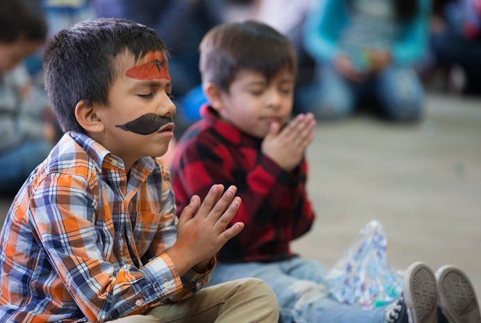 Children pray during a Christmas party at the Door of Hope Salvation Army shelter in Tijuana, Mexico. Migrant children who are staying with their mothers at the shelter joined with kids from the neighborhood and volunteers from the Methodist Church of Mexico in the celebration. Photo by Mike DuBose, UMNS.