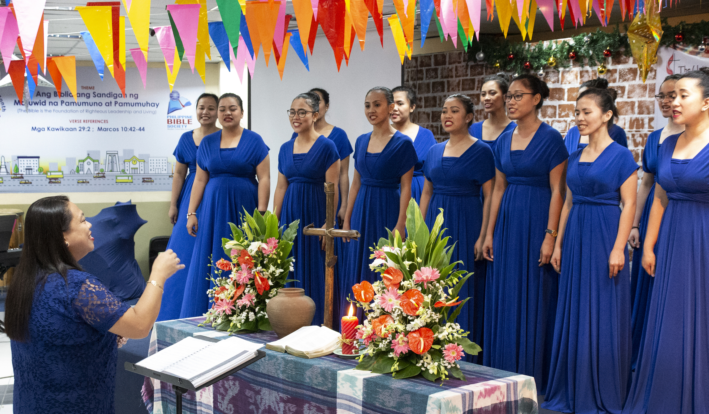 The Harris Memorial College Choraliers sing during the dedication ceremony. Photo by Tim Tanton, UMNS.