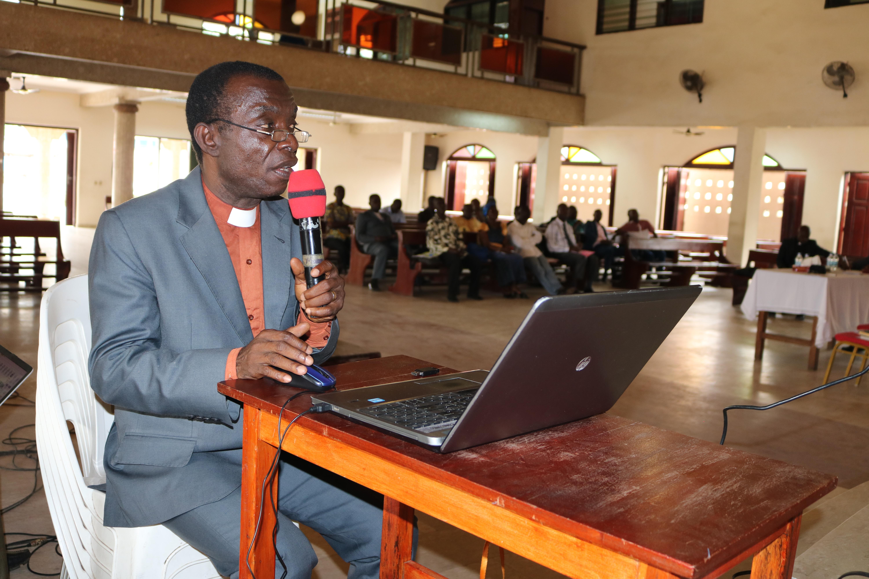 Très Révérend Pierre Amon, géographe de formation, est le directeur du Département de l'environnement de l'Eglise Méthodiste Unie-Côte d'Ivoire.