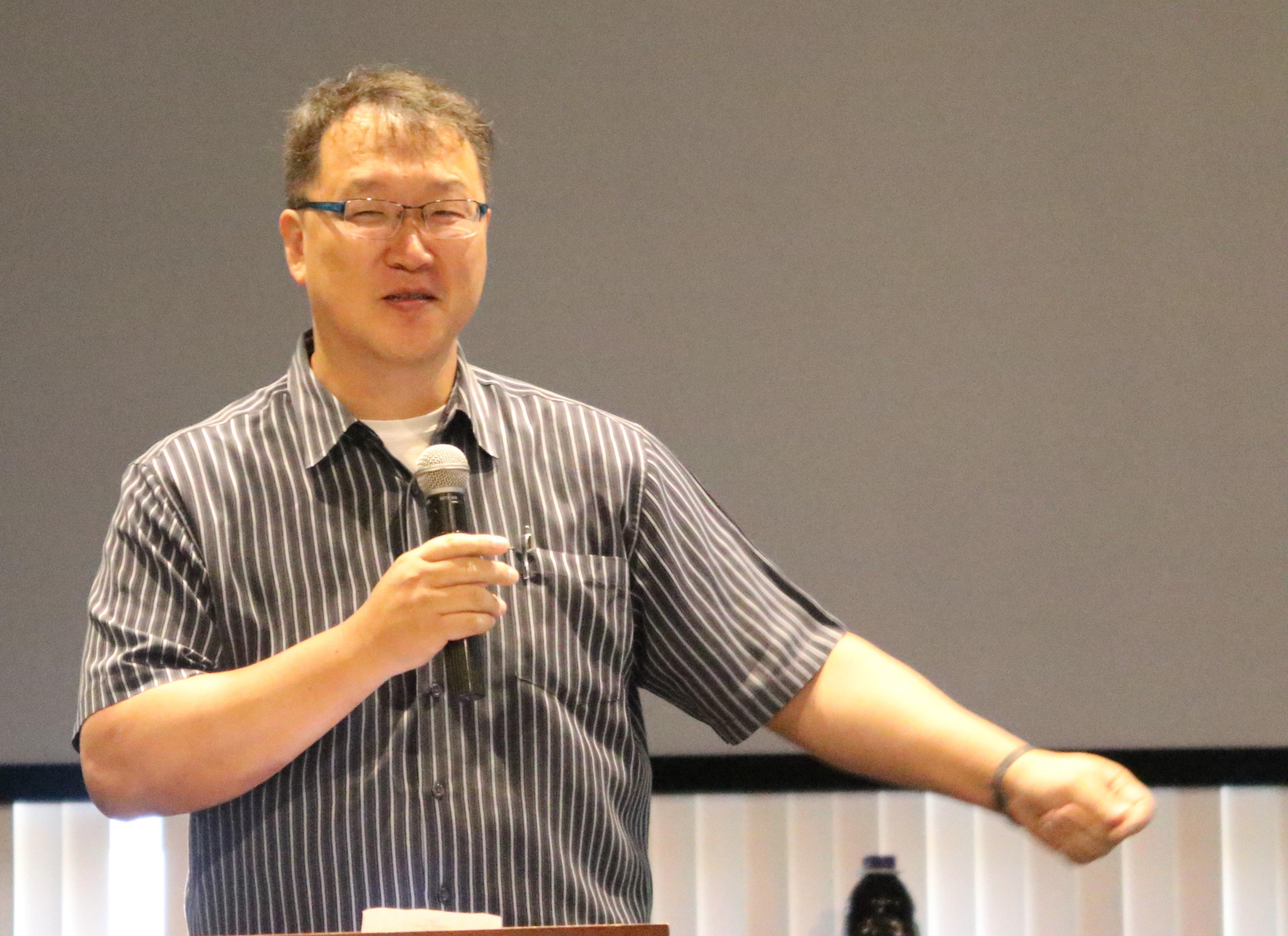 도상원 목사가 2018년 7월 시카고에서 열린 한인총회 중앙위원회와 대안위원회 연석회의에서 말씀을 전하고 있다. 사진 김응선 목사, UMNS.