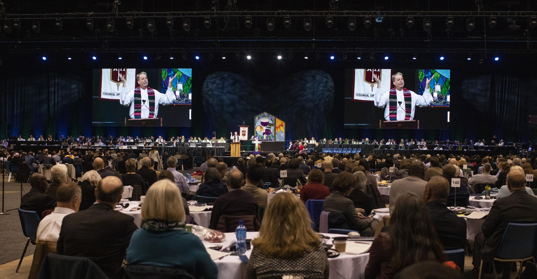L'évêque Kenneth H. Carter prononce le sermon lors du culte d'ouverture de la Conférence Générale 2019 de l'Eglise Méthodiste Unie à Saint-Louis. Photo de Kathleen Barry, UMNS.