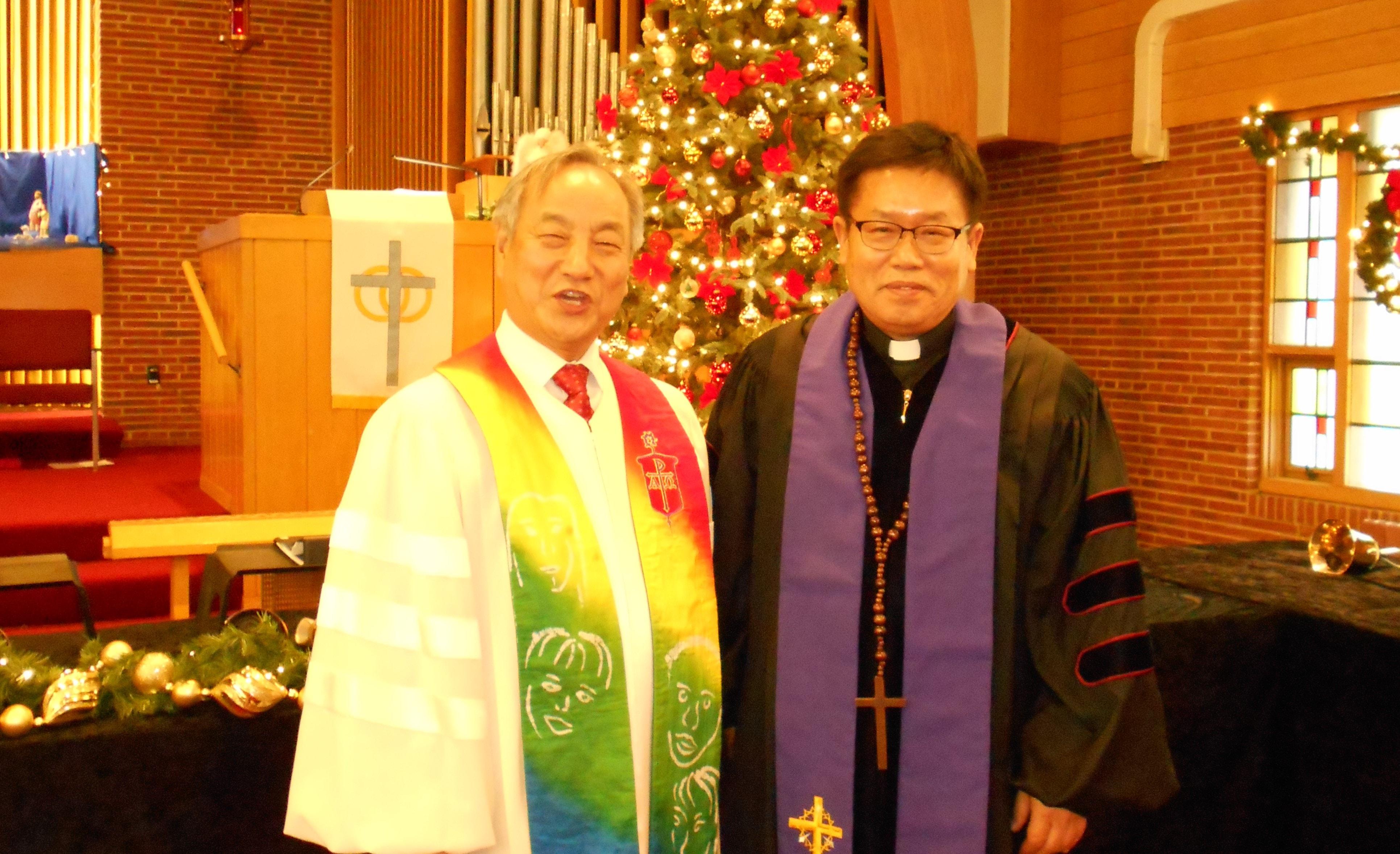 김선중 목사(오른쪽)와 정희수 감독이 2018년 12월 대강절 첫 주일을 함께 했다. 사진 제공 김선중 목사.