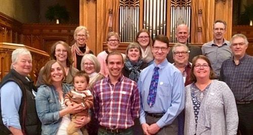 Algunos de los/as Guardianes de la Tierra de Minnesota después de haber sido comisionados/as recientemente en la Iglesia Metodista Unida Hennepin Avenue en Minneapolis. Foto por Nancy Victorin-Vangerud, Conferencia Annual de Minnesota.