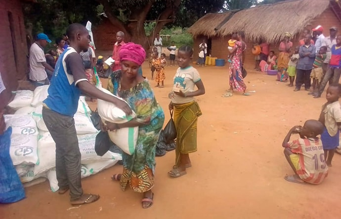 A woman who fled armed conflict in Misisi, Congo, receives a bag of rice from The United Methodist Church in Lweba. The church, using a grant from United Methodist Discipleship Ministries, has provided food relief to about 100 of those displaced. Photo by Jolie Shabani, UM News.
