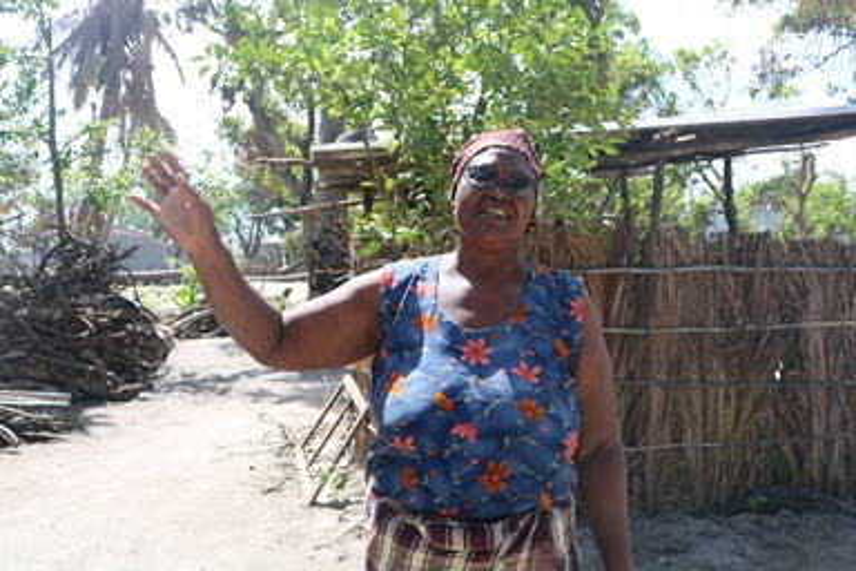Celeste Nhavotso, membro do Cargo Pastoral de Dondo, arredores da Cidade de Beira, foto por Joao Sambo