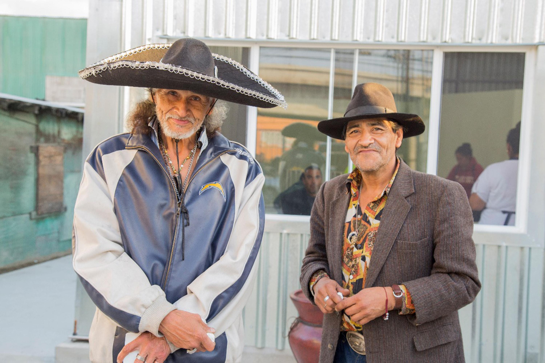 Un par de migrantes atendidos por la Cocina Tijuana de la Iglesia Metodista de México, que está aumentando el servicio gracias a la subvención de UMCOR. Foto por Rubén Velarde Navarro, IMMAR.