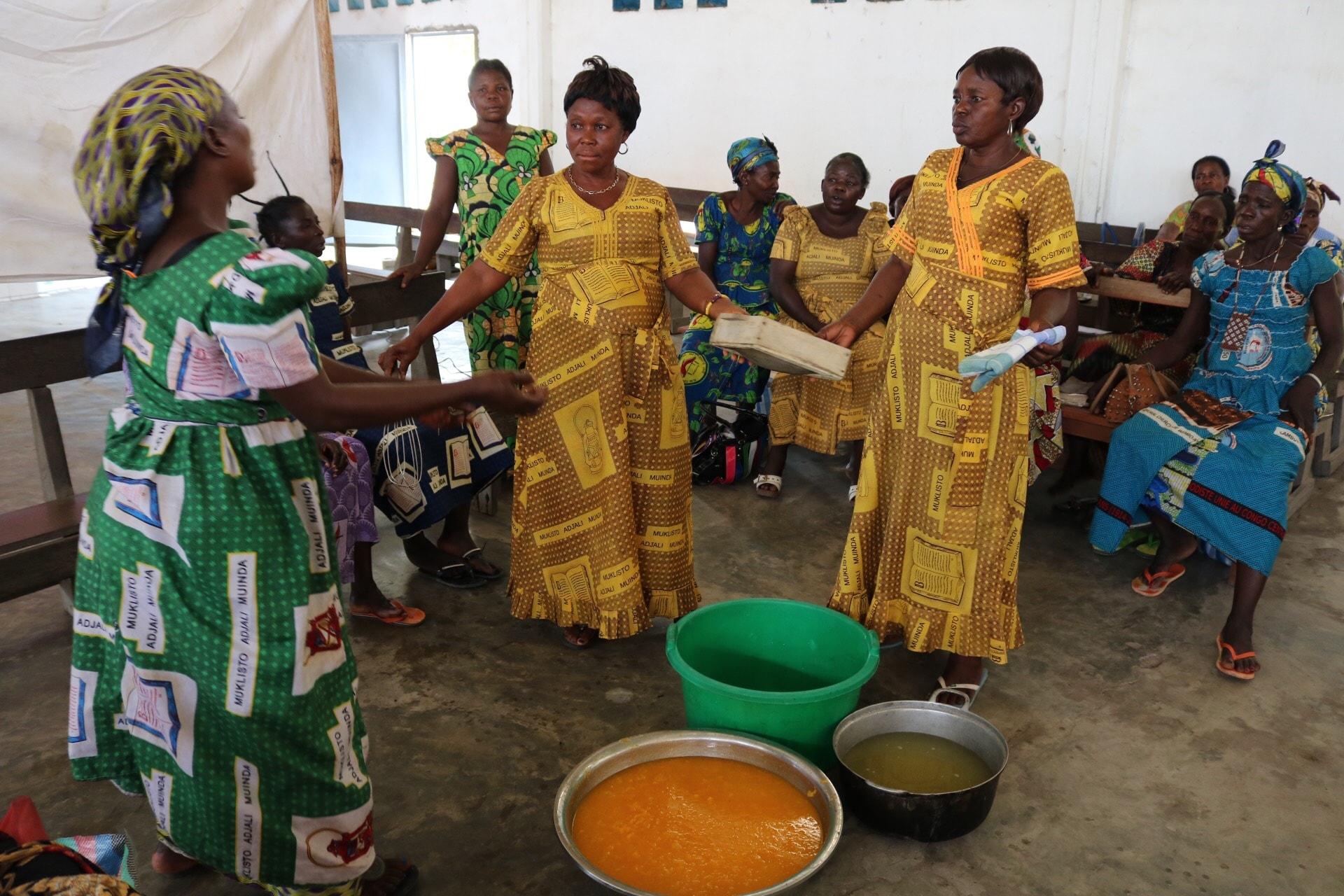 Les femmes leaders en séance de formation en art culinaire. Photo de François Omanyondo (UM News).