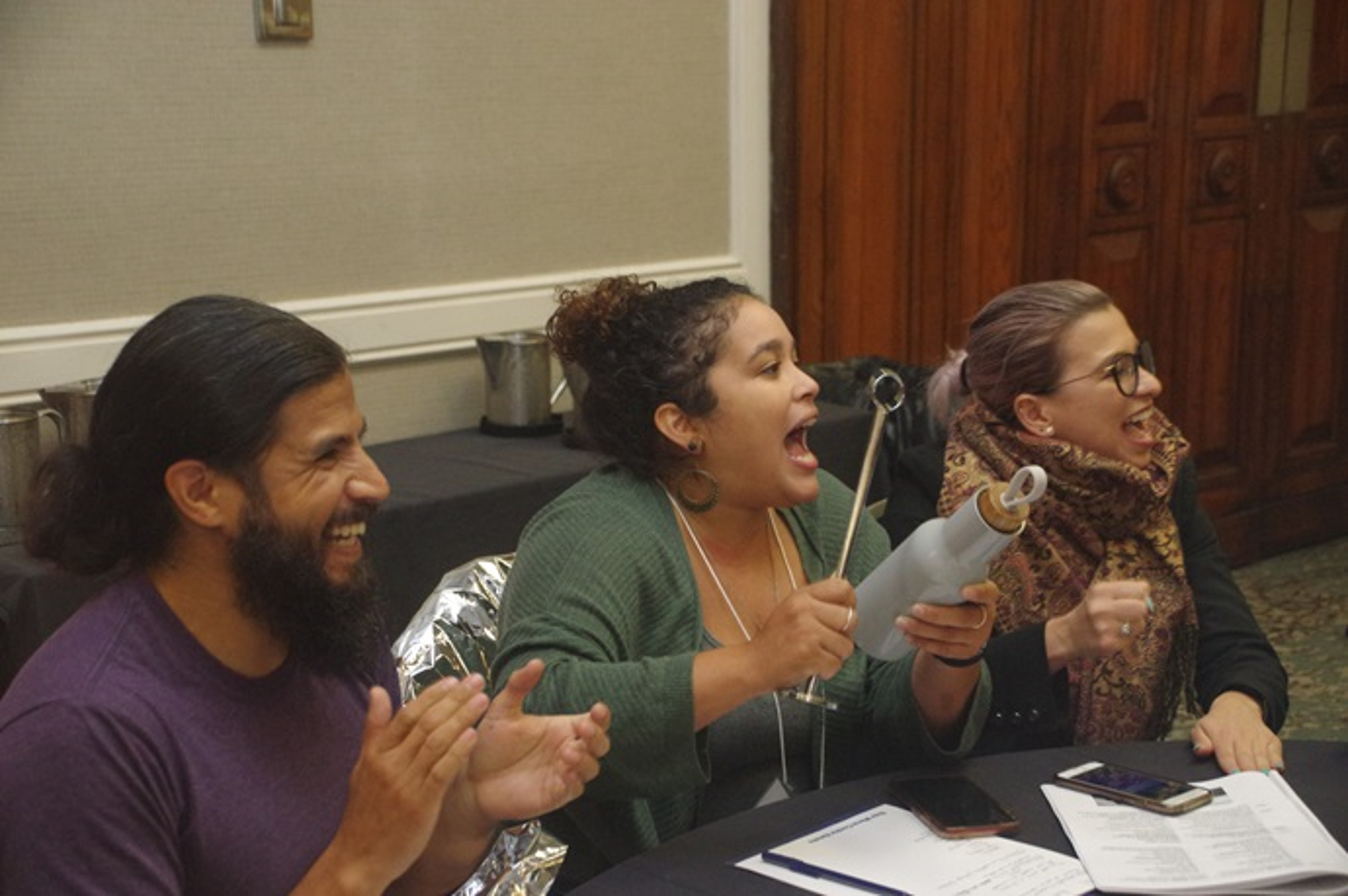 De izquierda a derecha: Carlos Reyes, Dorlimar Lebrón y Emma Escobar, han liderado diferentes actividades dentro de la reunión de la juventud de MARCHA. Foto Rev. Gustavo Vasquez, Noticias MU.