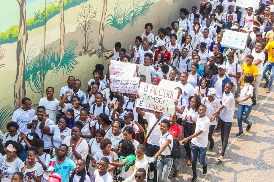 Jovens Metodistas Unidos marchando nas arterias da cidade de Luanda, durante as celebracoes dos 67 anos da criacao da JMUA. Foto de Augusto da Graca.
