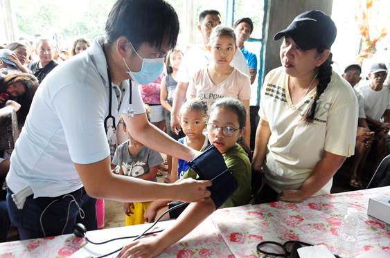 In celebration of National Indigenous Peoples Day in the Philippines, Knox United Methodist Church provided medical attention and supplies to the Aetas, indigenous peoples who live in isolated mountainous parts of Luzon. Photo courtesy of Emil Dyangco.