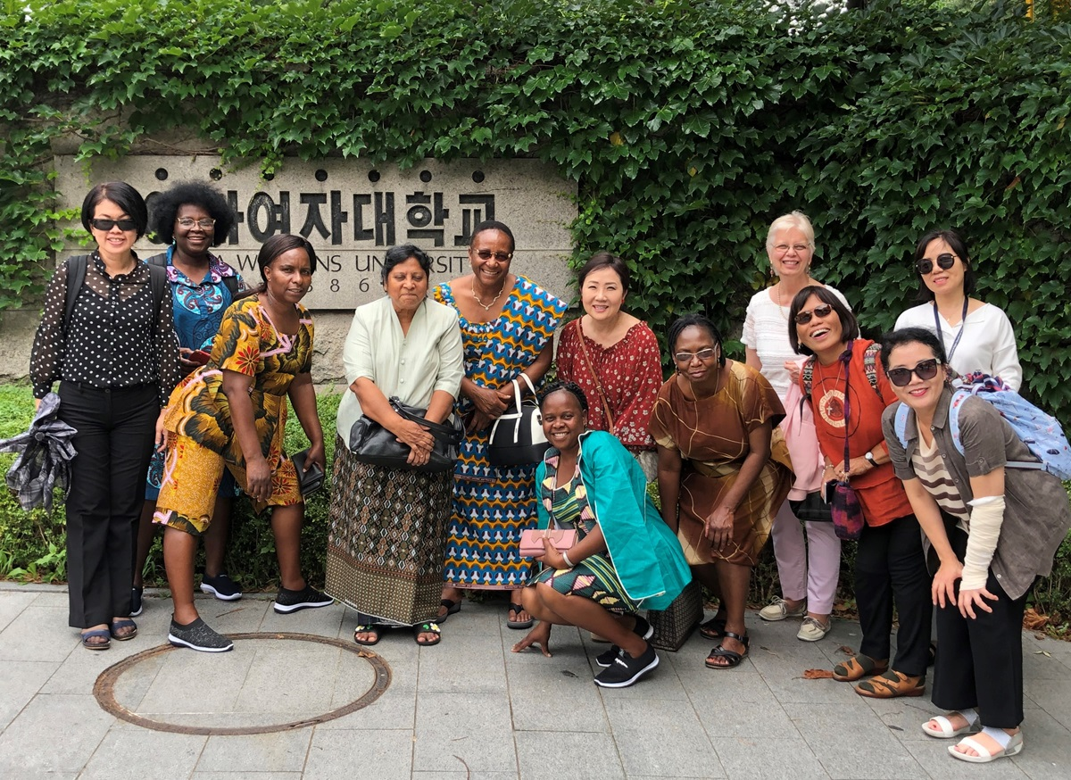 Participants of the African and Asian Women Theologians Conference visited Ehwa Womans University, Seoul, Korea. From left are the Revs. Elaine Goh, Elvira Moises, Memory Chikosi, Ruth Daniel, Beauty Maenzanise, HiRho Park, Maaraidzo Mutambara, Kathy Armistead, Elizabeth Tapia and Yani Yoo. Foreground: Helena Guidione and HyunJu Lee. Photo by the Rev. Thomas Kim, UM News.