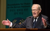The Rev. James T. Laney, recipient of the 2019 World Methodist Peace Award, speaks during the Roundtable for Peace on the Korean Peninsula in Atlanta in this 2018 file photo.  Laney is former U.S. Ambassador to South Korea and former dean of the Candler School of Theology. File photo by Mike DuBose, UM News.