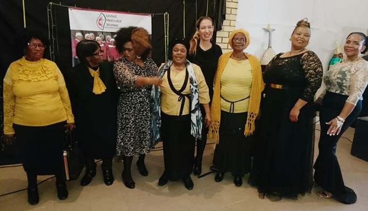 Mulheres Metodistas Unidas posam depois de empoderar-se uma a outra. Foto de Rev. Maureen Fligan.