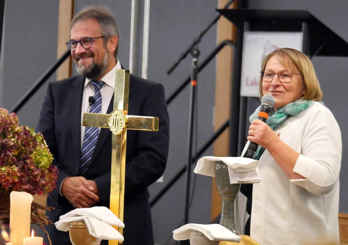 Bishops Harald Rückert and Rosemarie Wenner of Germany recount the role the Christian faith played in the fall of the Berlin Wall 30 years ago. During the Council of Bishops meeting in Lake Junaluska, N.C., bishops were challenged to remove barriers of various kinds. Photo by Heather Hahn, UM News.
