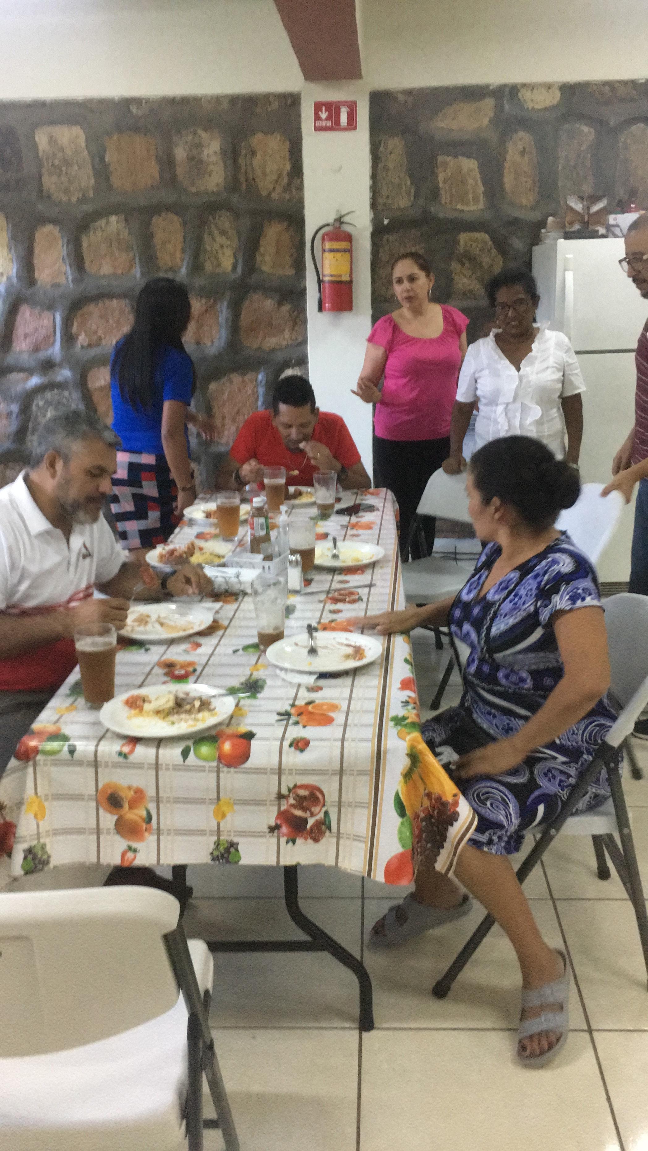 Leigos hondurenhos se reúnem para uma reunião de classe wesleyana em pequenos grupos em Tegucigalpa, Honduras. Foto: Osias Segura-Guzmán
