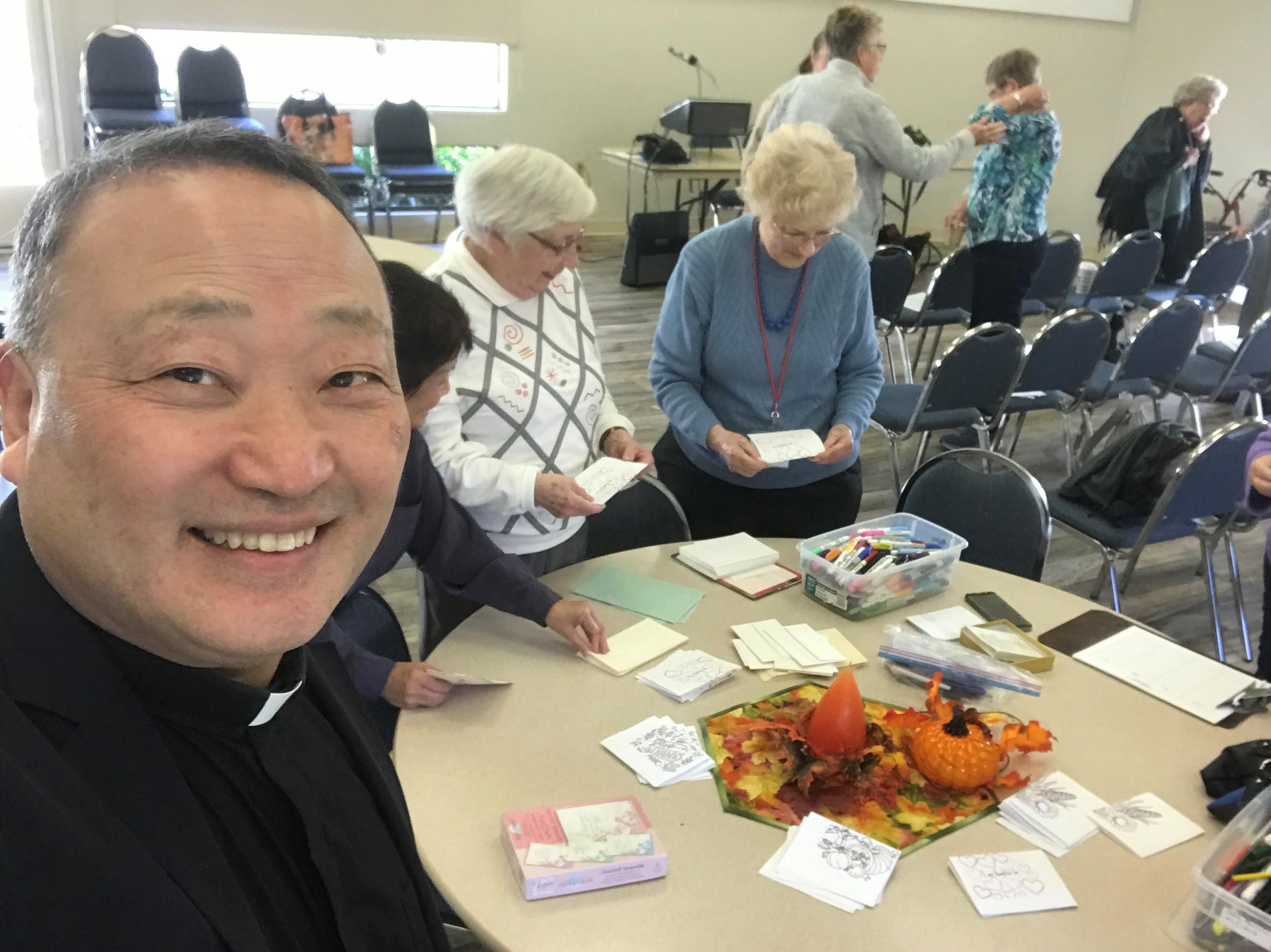 이성호 목사가 콩코드 연합감리교회 여선교회 회원들과 함께 사역하는 모습. 사진 제공, 이성호 목사.