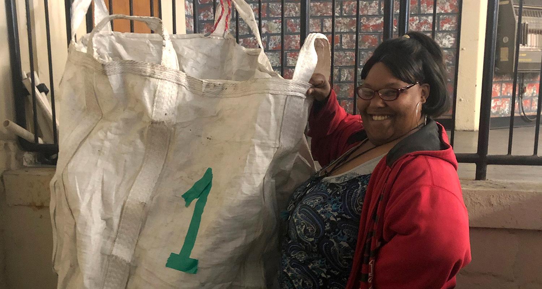 La congregación y algunos/as voluntarios/as y socios/as identificaron la gestión de residuos como un problema en la ciudad. Foto cortesía de GBGM