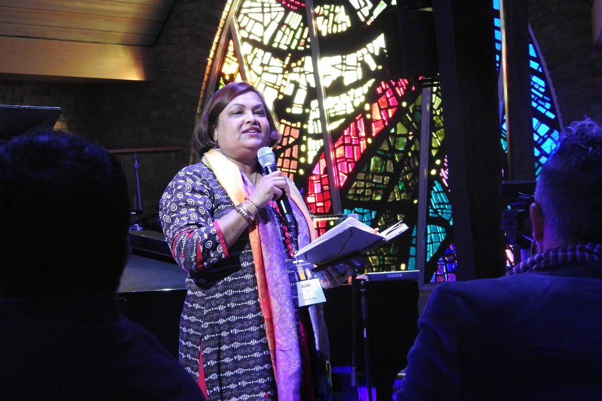 """A Revda. Alka Lyall fala durante o culto de abertura, em 6 de março, do evento """"Trailblazing the Liberation Methodist Church"""", que aconteceu na Igreja Metodista Unida Preston Hollow de Dallas, realizado pelo grupo de defesa UM-Forward. Foto de Sam Hodges, Notícias MU."""